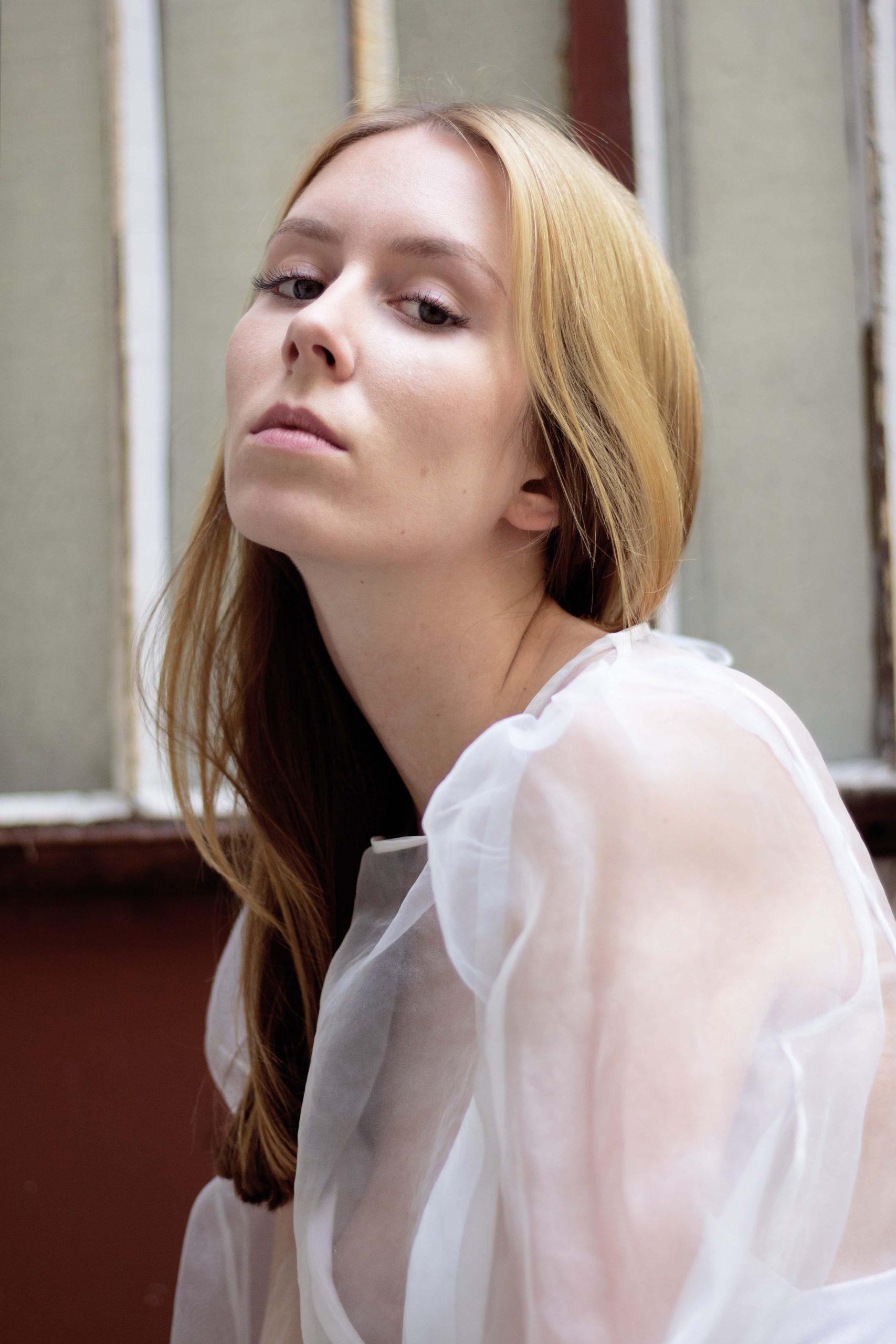 Portrait femme paris Laura