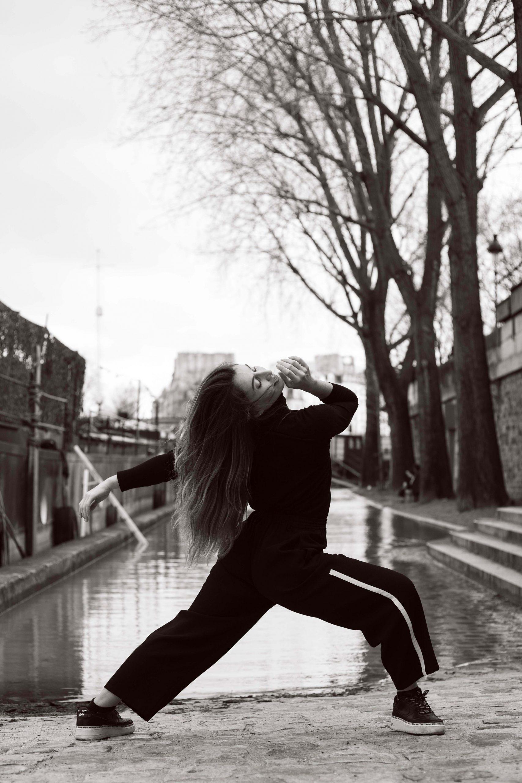 shooting danseuse quai de seine noir et blanc