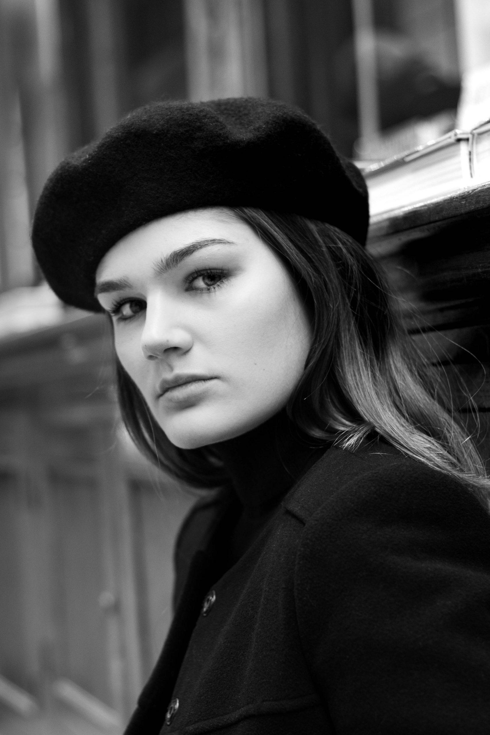 Photographe portrait galerie parisienne Marie