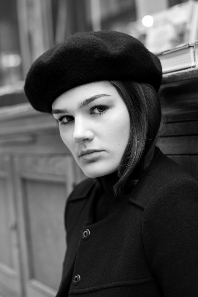 Portrait extérieur paris femme Marie Caroline